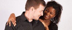 homme blanc et femme noir en couple