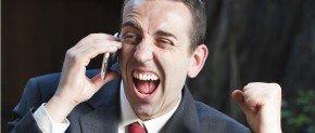 homme qui appelle au telephone