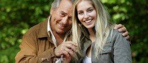 vieil homme et jeune femme